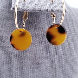 Jewelry - Adorable gold colored hoops